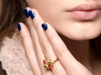 Modny manikiur - Paznokcie w kolorze nocy