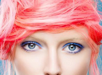 Modny niebieski makijaż na lato - krok po kroku