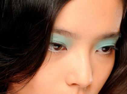Modny pastelowy makijaż na wiosnę krok po kroku