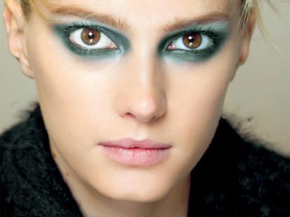 Modny, zielony makijaż oczu w 3 krokach