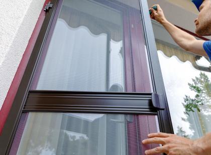 Moskitiera na drzwi balkonowe - zapewnij sobie wolność od owadów!