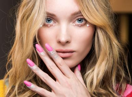 Myślisz o manicure tytanowym? Oto 8 rzeczy, które musisz wiedzieć, zanim się na niego zdecydujesz