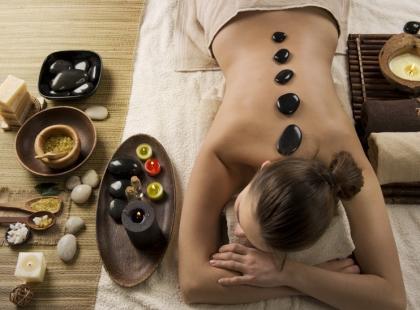 Na co pomaga masaż kamieniami?