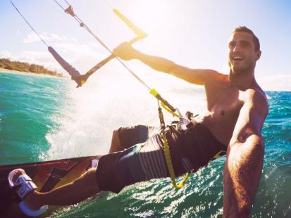 Na czym polega i ile kosztuje kitesurfing?