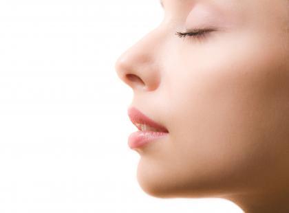 Na czym polega korekcja przegrody nosa?