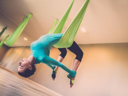 Na czym polega trening aerial yoga?