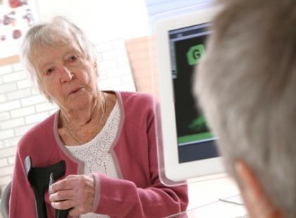 Na czym powinna polegać relacja senior – lekarz?