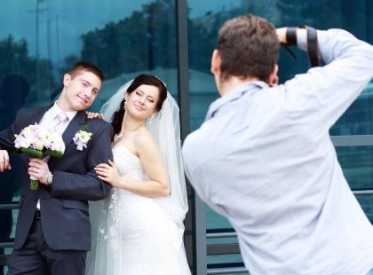 Na fotografie weselnym nie powinnaś oszczędzać! Zobacz najbardziej kiczowate zdjęcia ślubne!
