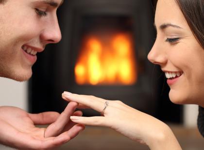 Na którym palcu nosić pierścionek?