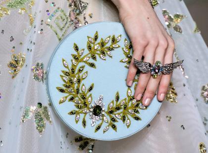 Na którym palcu nosić pierścionek zaręczynowy?
