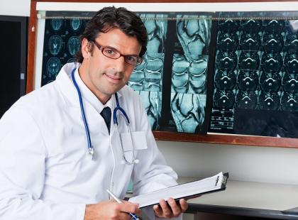 lekarz, naukowiec, badanie, rezonans, badanie rtg, stetoskop/ fot. Fotolia