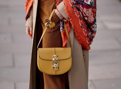 Na ramię i do ręki - modne małe torebki na jesień i zimę 2019/2020