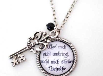Najbliższa sercu biżuteria  czyli medaliony wracają do łask