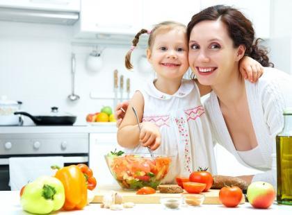 Należy stopniowo oswajać dziecko z nowymi posiłkami/ fot. Fotolia