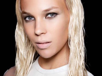 Najlepsze sposoby aby zapobiec przetłuszczaniu się włosów