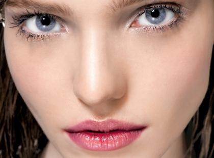 Najlepsze sposoby na zmatowienie skóry w makijażu