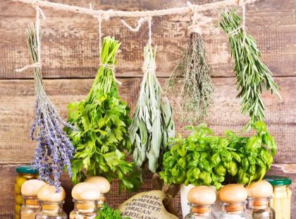 Najlepsze zioła do walki z uporczywym cellulitem