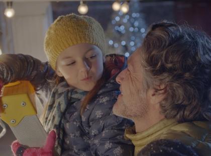 """""""Najlepszym prezentem jest czas spędzony z wami"""". Ten film przypomina, że w świętach nie chodzi o pierogi i bombki z brokatem"""
