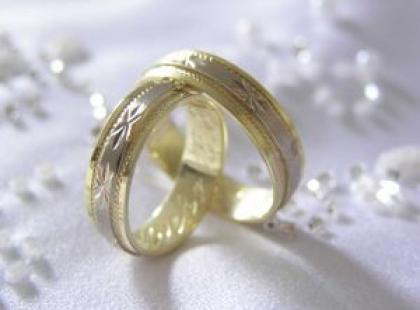 Najmodniejsze obrączki ślubne - co chętnie wybierają młode pary?