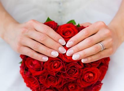 Najmodniejsze stylizacje paznokci ślubnych na 2017 rok