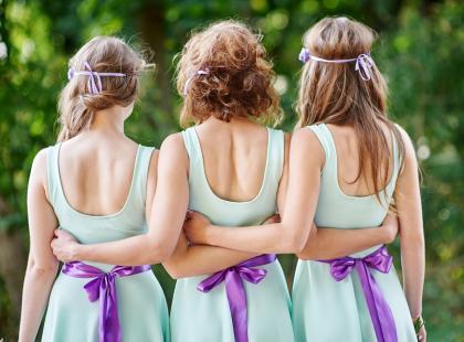Najmodniejsze sukienki dla druhny. To one będą królowały na tegorocznych weselach!