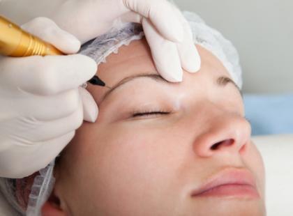 Najmodniejszy makijaż tego lata? Permanentny!