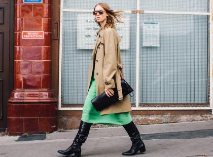 Najmodniejszy płaszcz na wiosnę jest synonimem klasy i elegancji. O jaki model chodzi?