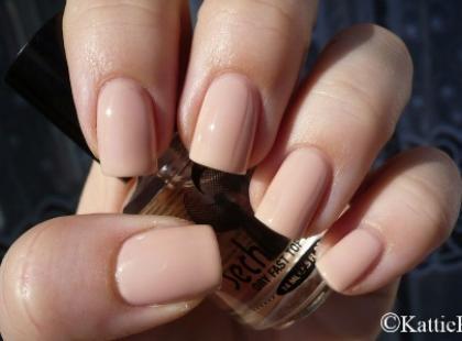 Najnowszy trend w manicure - ręka manekina
