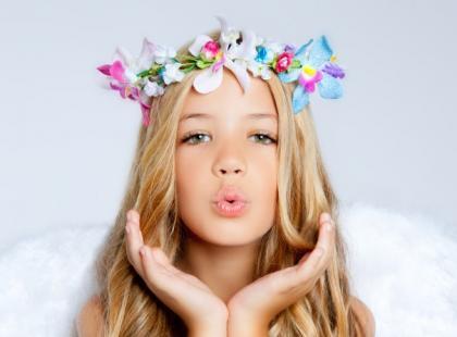 Najpiękniejsze fryzury komunijne dla dziewczynek - 21 propozycji