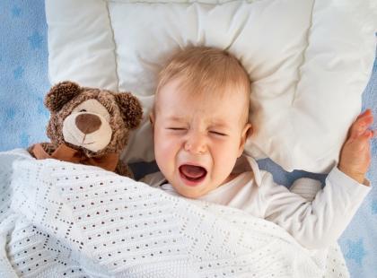 Najpierw pojawiają się objawy grypy, a potem nie można chodzić. Tajemniczy wirus atakuje dzieci!