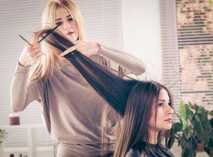 Największe błędy fryzjerskie, które mogą zniszczyć włosy!