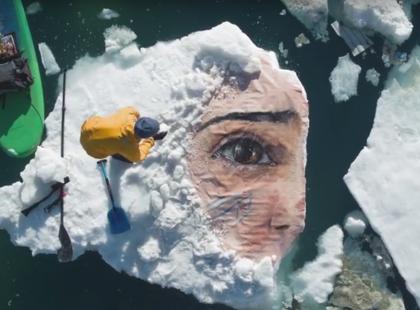 Namalował na krze lodu arcydzieło, które roztopiło się w kilka godzin. Po co?