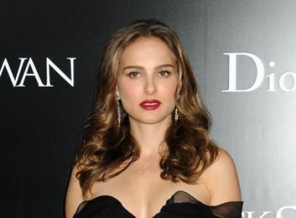 Natalie Portman rozwija łabędzie skrzydła