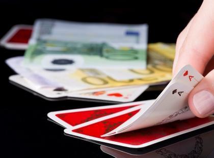 Naucz się, jak układać pasjansa z jednej talii kart!