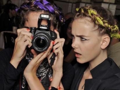 Naucz się pozować do zdjęć jak modelka