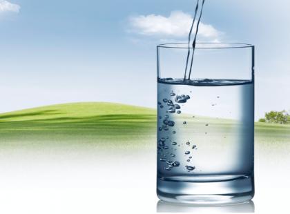 Nawadnianie organizmu - dlaczego potrzebujemy wody?