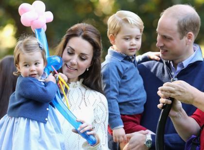 Nawet jeśli z koroną i w falbanach, to w końcu dzieci. Zobacz zdjęcia księżniczki Charlotte i księcia George'a