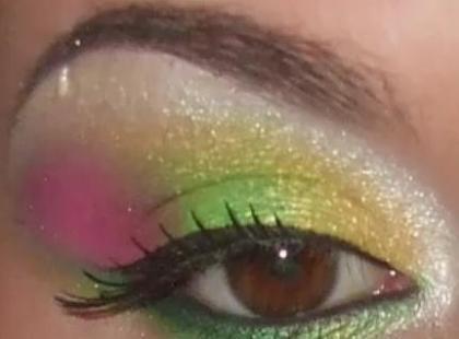 Neonowe kolory na powiekach (video)