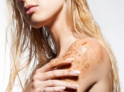 Nic tak nie poprawi kondycji twojej skóry jak peeling kawowy! Zobacz, jak zrobić go w domu