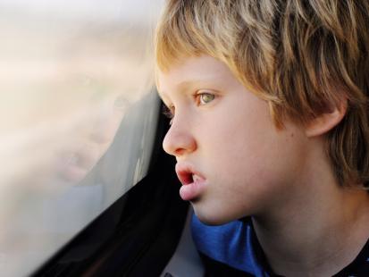 """""""Nie chcemy, żeby nasze dzieci miały do czynienia z uczniami z autyzmem"""". Rodzice wykluczyli 8-latka ze szkoły, bo jest inny"""