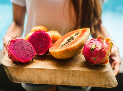 Nie dajcie się nabrać! Warzywa i owoce, których nie ma sensu kupować w sklepach z ekologiczną żywnością