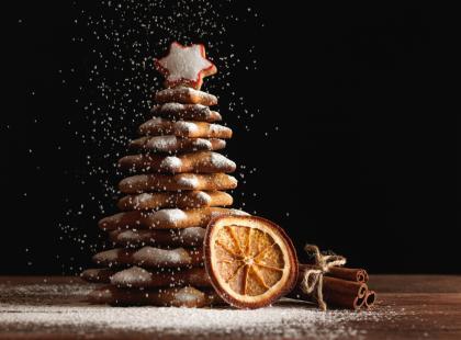 Nie masz pomysłu na prezent lub ozdobę na świąteczny stół? Przygotuj efektowną choinkę z piernika!