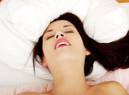 Nie mogę osiągnąć orgazmu w czasie seksu z partnerem. Co robić?