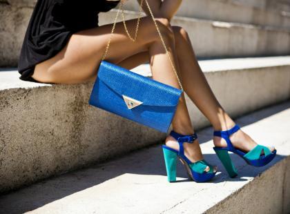 Nie nosisz sandałów, bo masz suche pięty? Wiemy, jak sobie z tym poradzić w domu!
