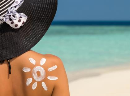 Nie tylko olejek do opalania! Oto 5 kosmetycznych hitów, które powinnaś spakować na wakacyjny wyjazd!
