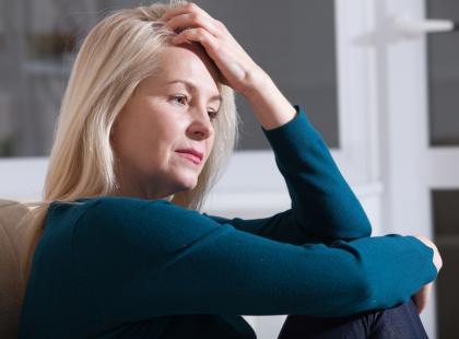 Nie tylko wahania temperatury i brak miesiączki! Poznaj objawy menopauzy!