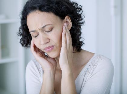 Nie tylko zła higiena! Poznaj przyczyny bólu ucha!