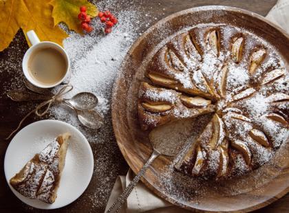 Nie wiesz, co zrobić na deser? Wykorzystaj nasz pomysł na ciasto ucierane z jabłkami!