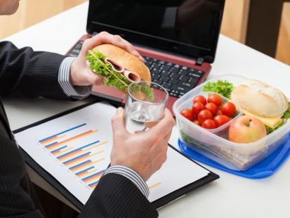 Nie zapominaj o prawidłowym żywieniu w pracy