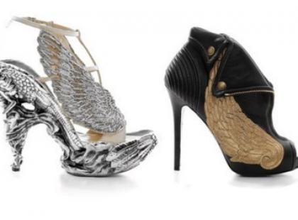 Niebiańskie, skrzydlate buty na wiosnę/ lato 2010
